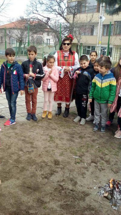 Баба Марта на гости на първи клас - Средно училище Отец Паисий, Куклен