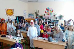 Приказни герои на гости при първи а клас - Средно училище Отец Паисий, Куклен