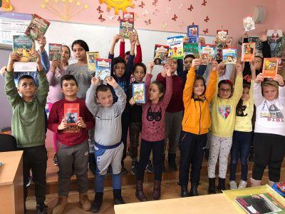 Дарихме книги за библиотечния кът в класната стая - Средно училище Отец Паисий, Куклен